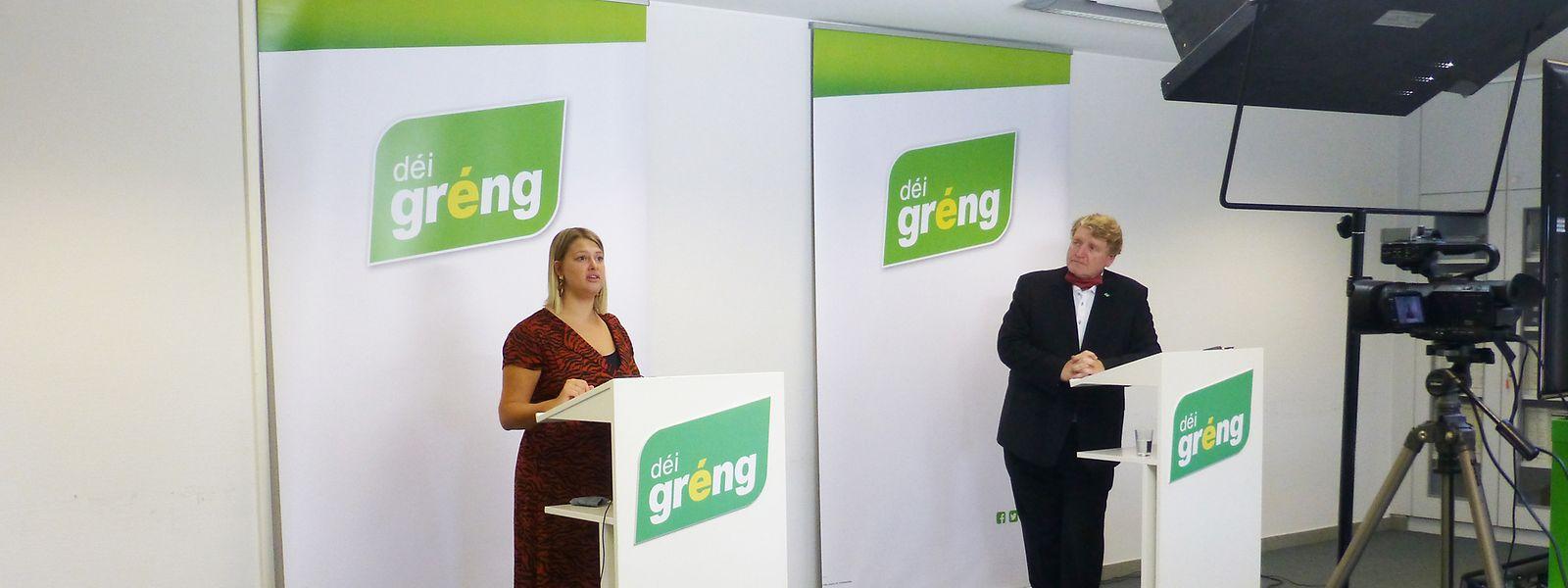 Djuna Bernard und Christian Kmiotek führten die Pressekonferenz per Videoübertragung durch.