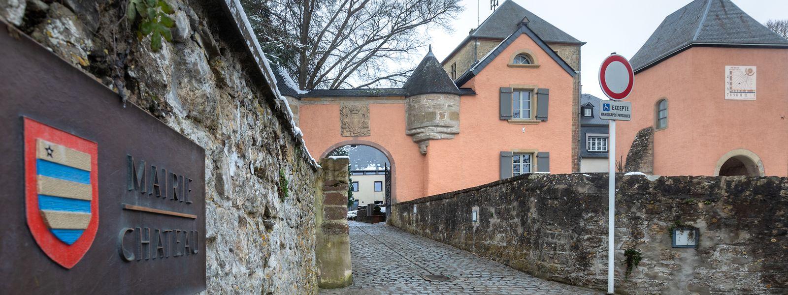Das gesamte Areal samt dem Schloss, dem Turm und der Kapelle ist seit 1980 denkmalgeschützt.