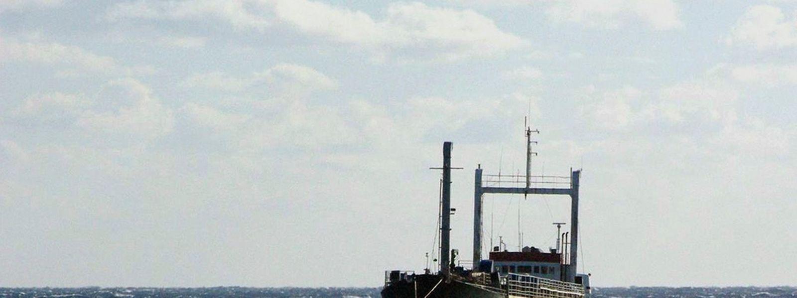 Die Ezadeen wurde von der italienischen Marine in Schlepp genommen.