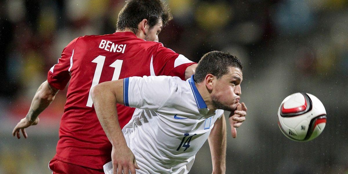Duel aérien entre Stefano Bensi et Kyriakos Papadopoulos. Le Luxembourg a émergé en fin de match grâce à Joachim