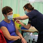 Covid-19. Estudo aponta resistência da variante sul-africana à vacina da Pfizer