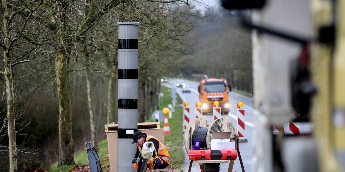 Das erste Radargerät wurde am Dienstagmorgen auf der N11 installiert.