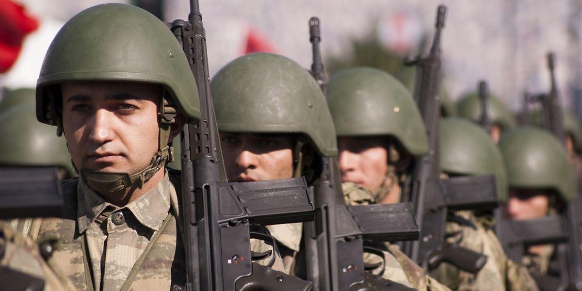 L'armée turque a bombardé les positions du groupe Etat islamique en Syrie, mardi.