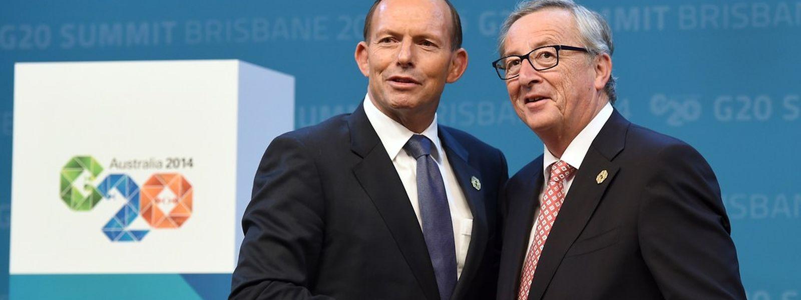 Le Premier ministre australien, Tony Abbott, reçoit officiellement le président de la Commission européenne, Jean-Claude Juncker, au sommet du G20 à Brisbane, le 15 novembre