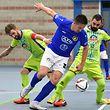 Diogo Pereira et Kevin Marques, en jaune, Futsal US Esch, et Nusret Agovic, AS Sparta Dudelange / Foto: Stéphane Guillaume