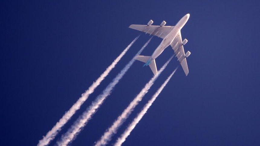 Bis 2020 können zivile Jets weiter fossile Kraftstoffe verbrennen wie bisher.