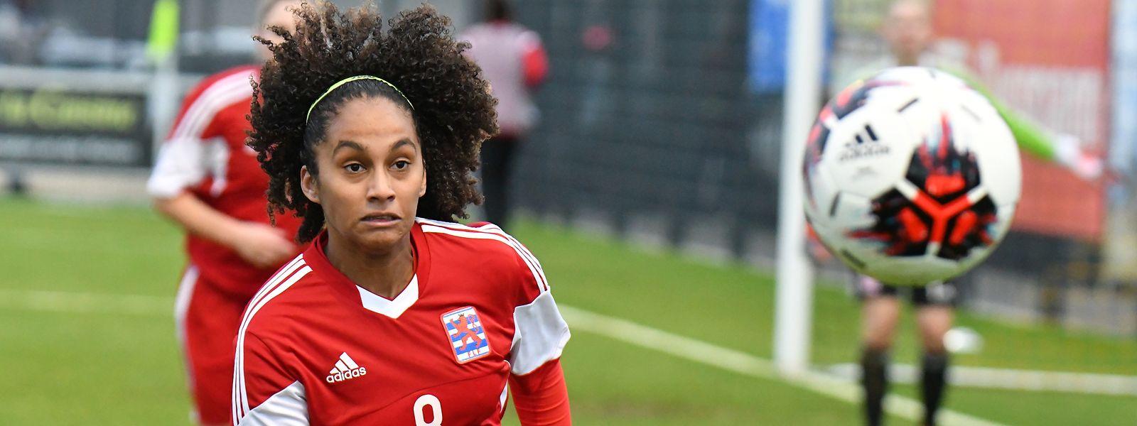 Kimberley dos Santos muss mit Luxemburgs Nationalmannschaft ein 0:5 gegen Kosovo hinnehmen.