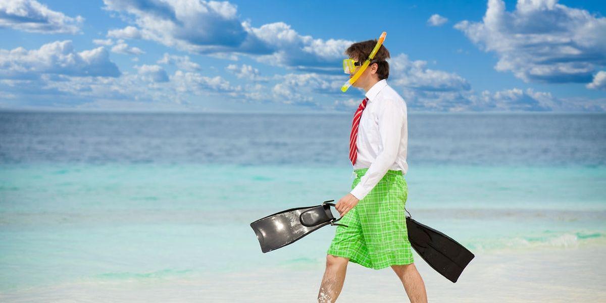 Legere Sommerkleidung ist passabel für den Strandurlaub, aber ein No-Go für das Büro.