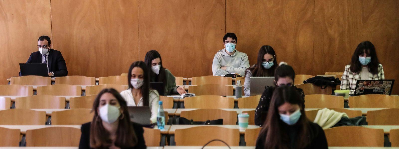 Alunos numa aula na Faculdade de Direito da Universidade de Lisboa.