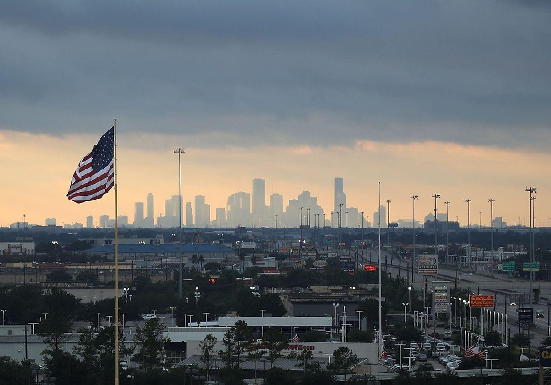 Während Texas sich nur langsam erholt, rüstet sich nun Louisiana für den Sturm.