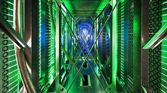 Google-Datenzenter im US-Bundesstaat Oklahoma: Tausende von Computern stehen in den Hallen. Grünes Licht zeigt an, dass die Rechner störungsfrei arbeiten.