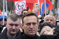 (FILES) This file photo taken on February 29, 2020 shows Russian opposition leader Alexei Navalny (C) taking part in a march in memory of murdered Kremlin critic Boris Nemtsov in downtown Moscow. - Navalny is unconscious and in intensive care in hospital after apparently being poisoned, his spokeswoman said on August 20, 2020. (Photo by Kirill KUDRYAVTSEV / AFP)