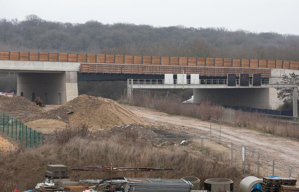 Die erste Wildbrücke über die A3 soll laut ursprünglichem Timing 2021 in Betrieb gehen.