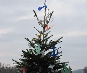 Verankerter Weihnachtsbaum.