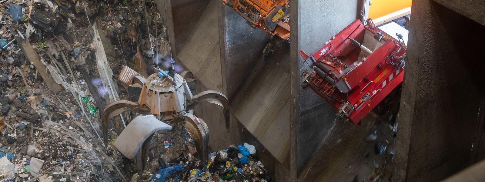 En une semaine, près de 7.000 tonnes de déchets en tous genres sont arrivés au centre de traitement.