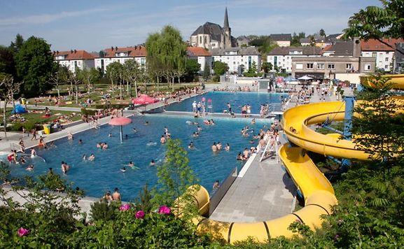 Luxemburger wort bain de foule la piscine for Piscine de luxembourg