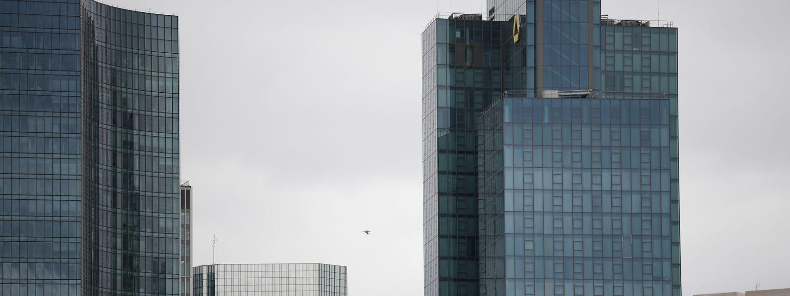 In Frankfurt/Main haben die zwei ganz großen Bankhäuser Gespräche vereinbart.