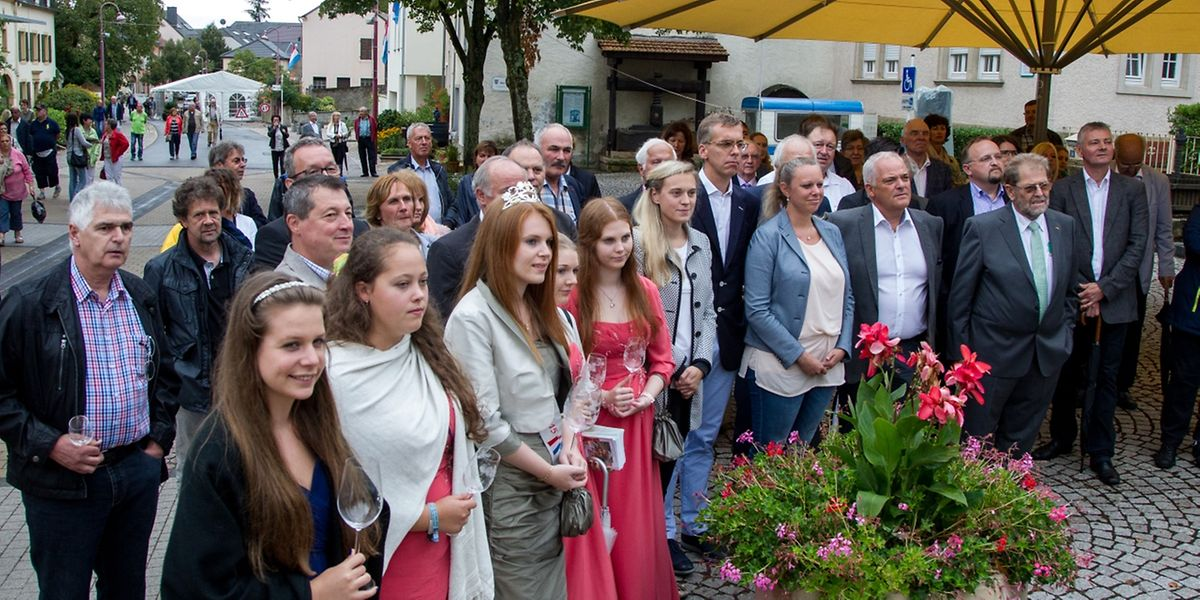 Die Ehrengäste am Sonntag beim Weinfest.