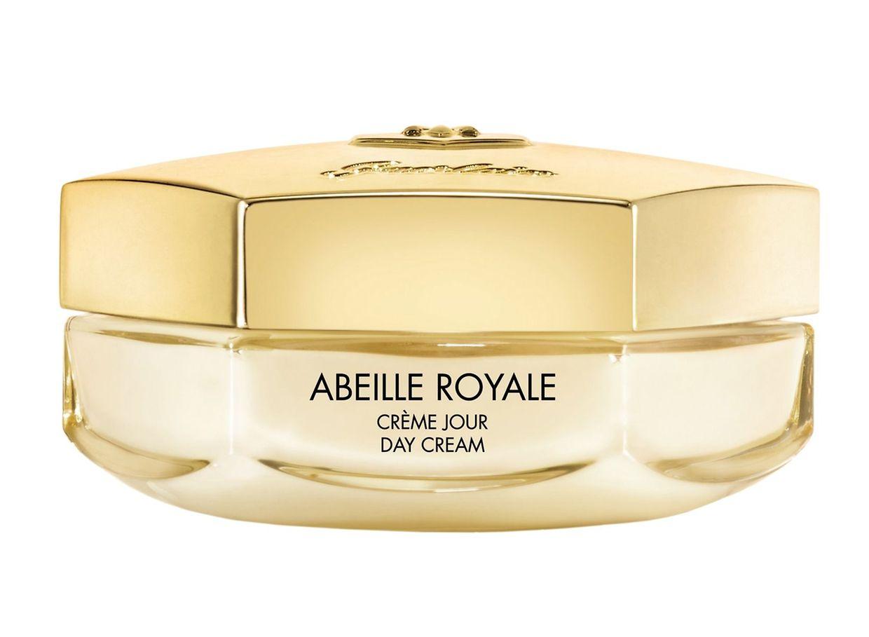 """Guerlain setzt auf die BlackBee Repair Technology in Kombinati- on mit einem Vitamin-C-Derivat, um die Haut zu festigen und die Leuchtkraft des Teints zu steigern. """"Abeille Royale – """"Crème Jour"""", 50 ml um 130 Euro."""