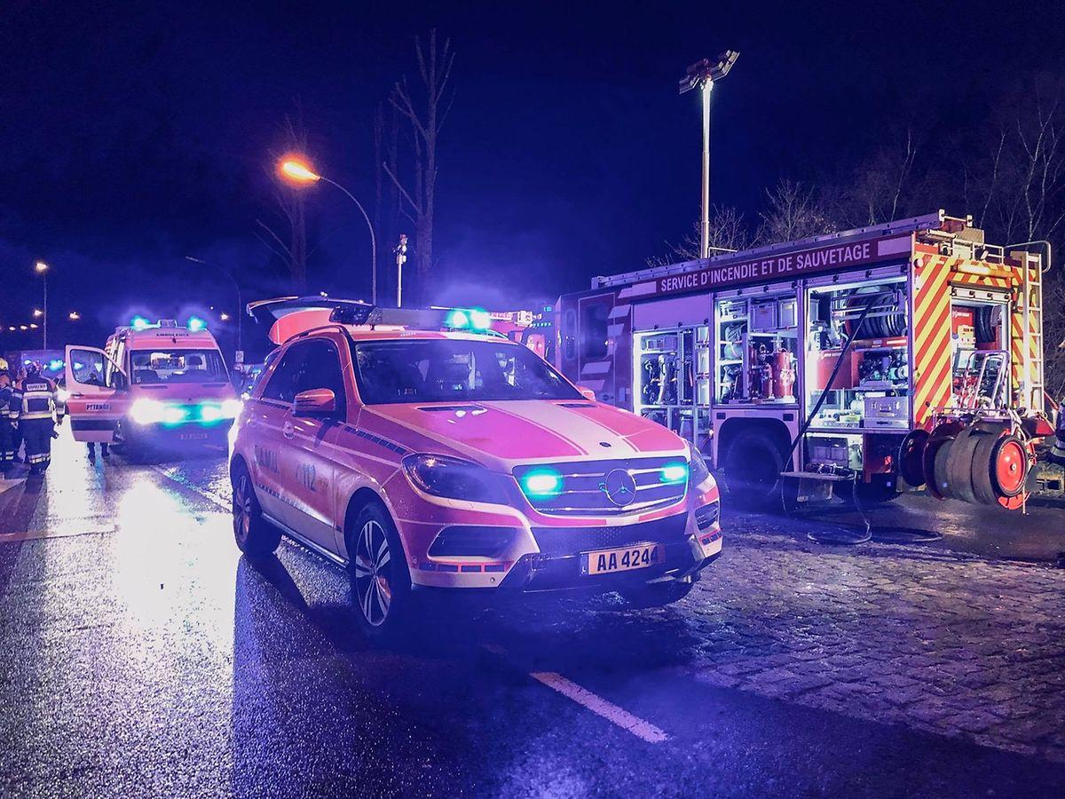 Der Unfall forderte den Einsatz der Rettungsmannschaften aus Petingen, Bascharage und Esch/Alzette.
