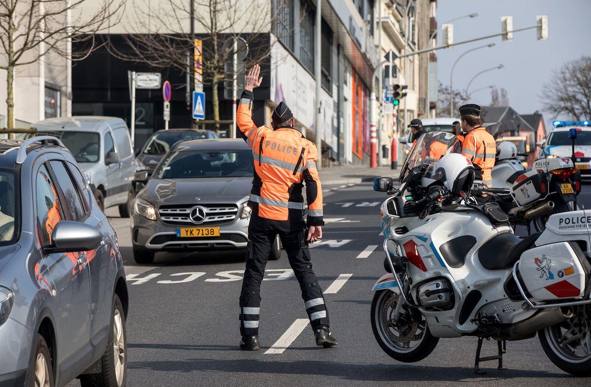 Achtung, Kontrolle! Die Polizei achtet auf die Einhaltung der Ausgangsbeschränkungen. Wer die aktuelle Notstandsverordnung missachtet, muss mit hohen Strafen rechnen. Mehrere hundert Strafzettel wurden von den Beamten bereits ausgestellt.