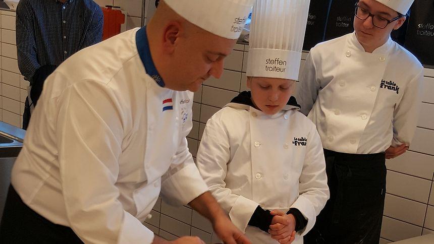 Im Workshop haben Lou und seine Mitschüler so manches gelernt. Etwa dass man Möhren nicht schälen muss, wenn man sie gut gewaschen hat.