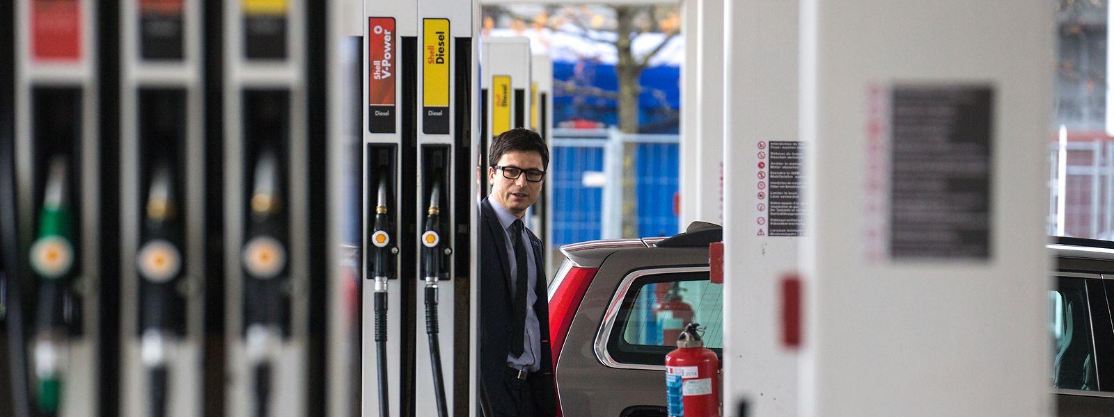 Attraktives Geschäftsmodell: An den Tankstellen sichert sich der Staat Einnahmen in Milliardenhöhe.
