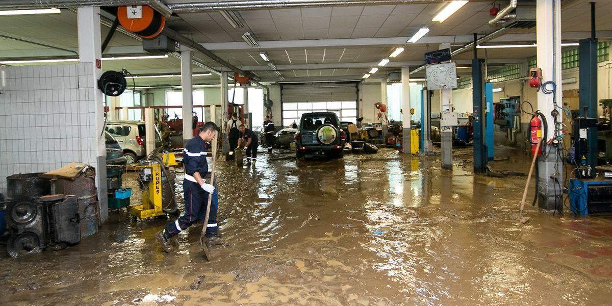 Die Garage Grundhof gehört zu den Betrieben, die am schlimmsten unter den Überschwemmungen gelitten haben.