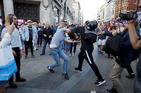 Die Proteste arteten teilweise in Straßenschlägereien aus.