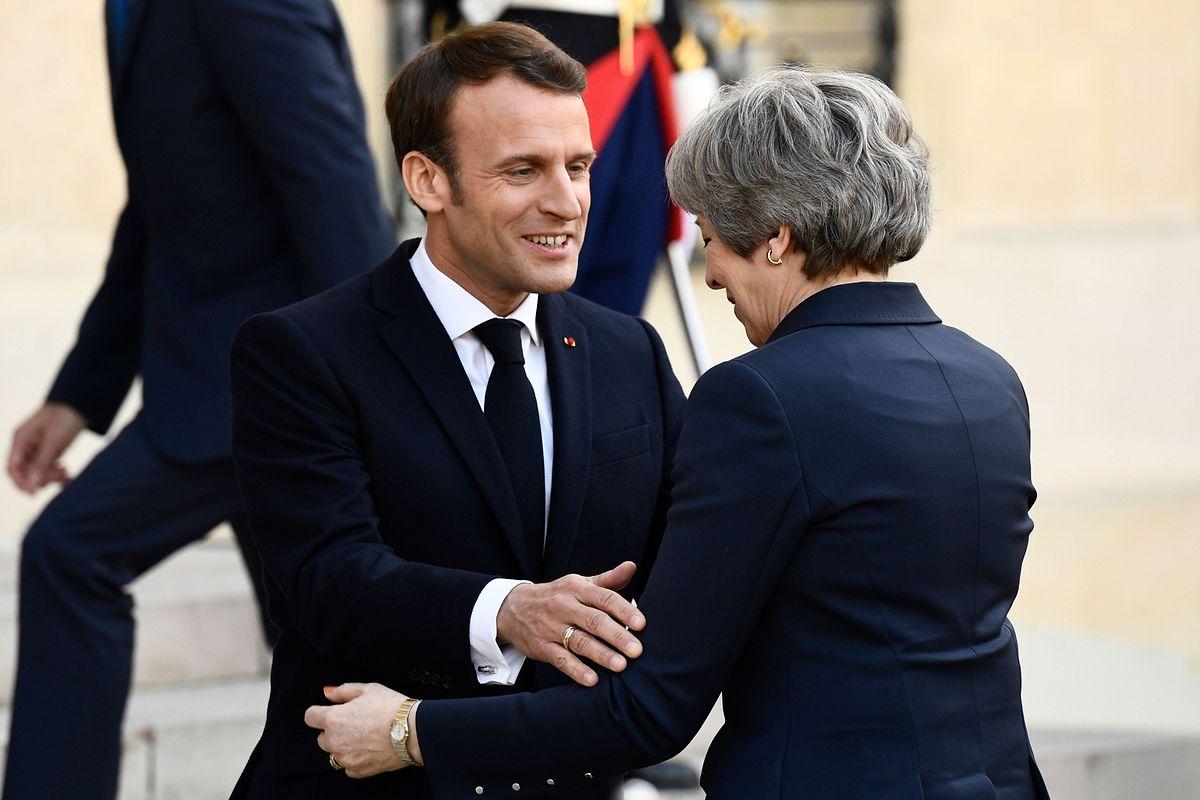 Emmanuel Macron empfängt Theresa May im Élysée-Palast.