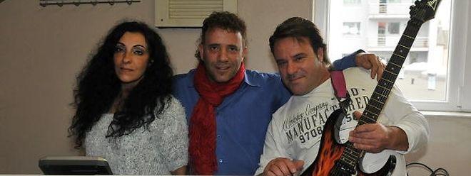 O trio actua sobretudo em bailes e festas organizadas pelas associações portuguesas