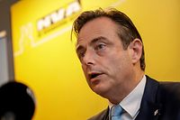 N-VA's Bart De Wever looks on during a press conference of N-VA after they left a Minister's council meeting of the Federal Government regarding the global compact for migration, in Brussels, on December 8, 2018. (Photo by THIERRY ROGE / POOL / AFP) / Belgium OUT