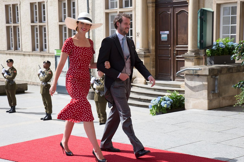 Beim traditionellen Te Deum am 23. Juni 2015 stahl Prinzessin Claire von Luxemburg in ihrem roten Polka-Dot-Dress von Dolce & Gabbana allen anderen Damen die Show.