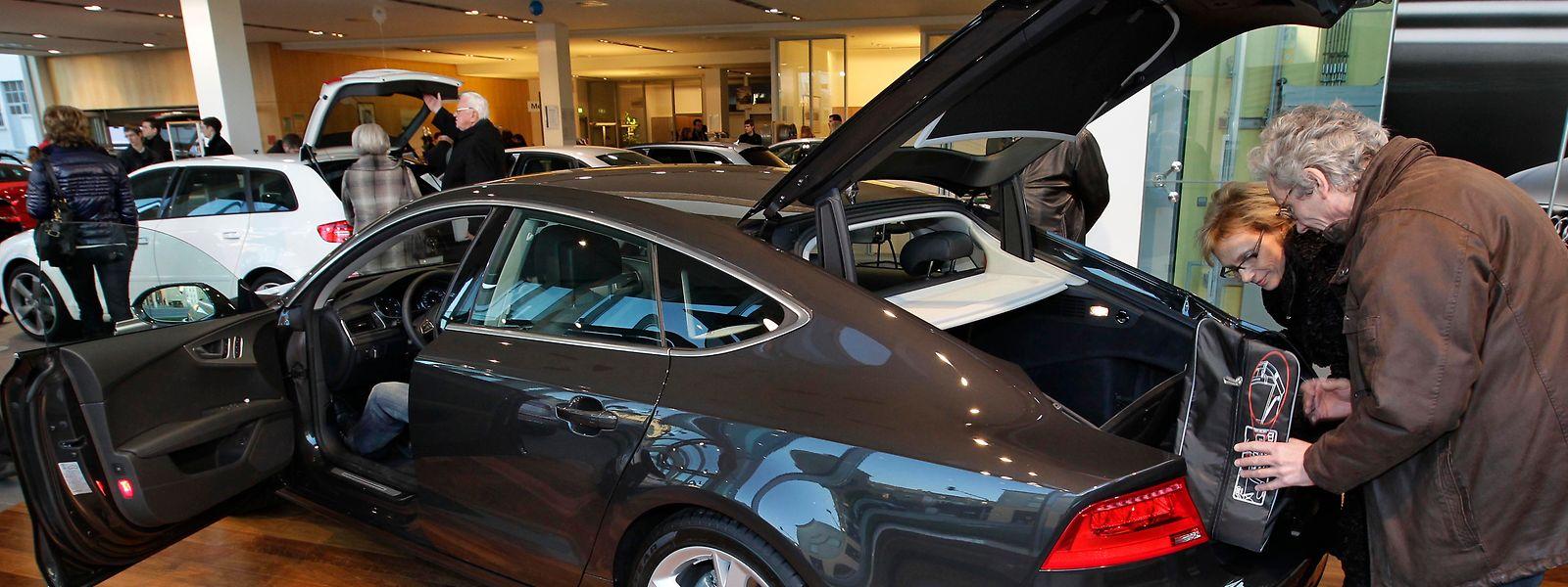 """Der deutsche Verkehrminister Alexander Dobrindt hatte bekannt gegeben, dass Audi eine """"unzulässige Abgas-Software"""" in den Oberklasse-Modellen Audi A8 und A7 mit V6- und V8-Dieselmotoren verwendet habe."""