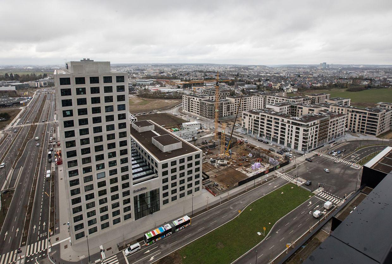 """A l'arrière du """"Cube"""" de Deloitte, trois immeubles vont sortir de terre. Un pour du coworking, un pour l'Etat et un autre pour des sociétés en manque de bureaux."""