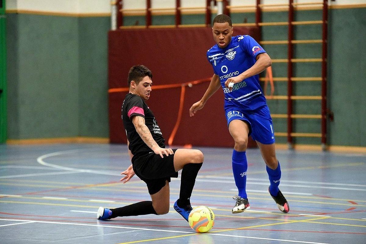 Marcelo Fortes (en bleu) et le Futsal US Esch ont contourné André Martins et le FC Nordstad sans trop de difficultés.