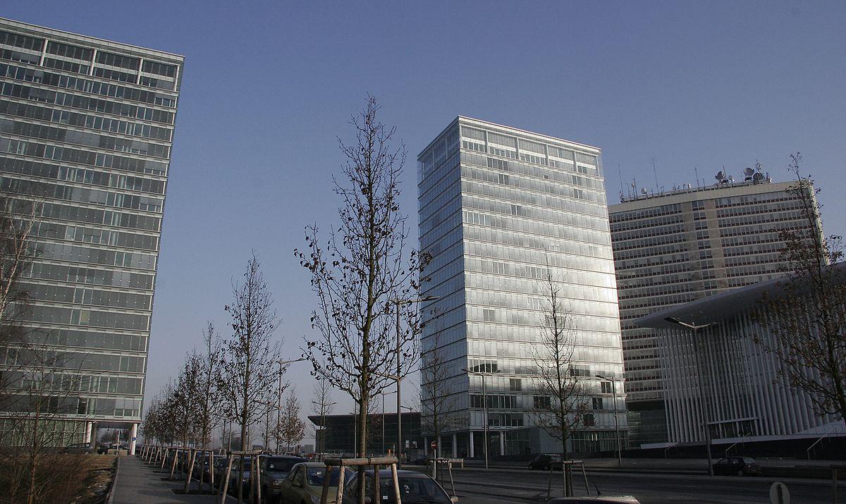 La tour B (à gauche) sera la première des tours jumelles à être rénovée pour héberger dès l'automne 2020 le parquet général européen. La tour A, elle, hébergera principalement le ministère de la Fonction publique à compter de 2022.