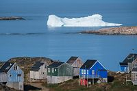 Icebergs float behind the town of Kulusuk in Greenland on August 16, 2019. - Greenland is not for sale, the mineral-rich island said on August 16, 2019, after a newspaper reported that US President Donald Trump was asking advisers whether it's possible for the United States to buy the Arctic island. (Photo by Jonathan NACKSTRAND / AFP)