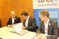 (de g. à dr.) Marco Houwen, président de LU-CIX ; Xavier Bettel, Premier ministre, ministre d'État ; Claude Demuth, CEO de LU-CIX