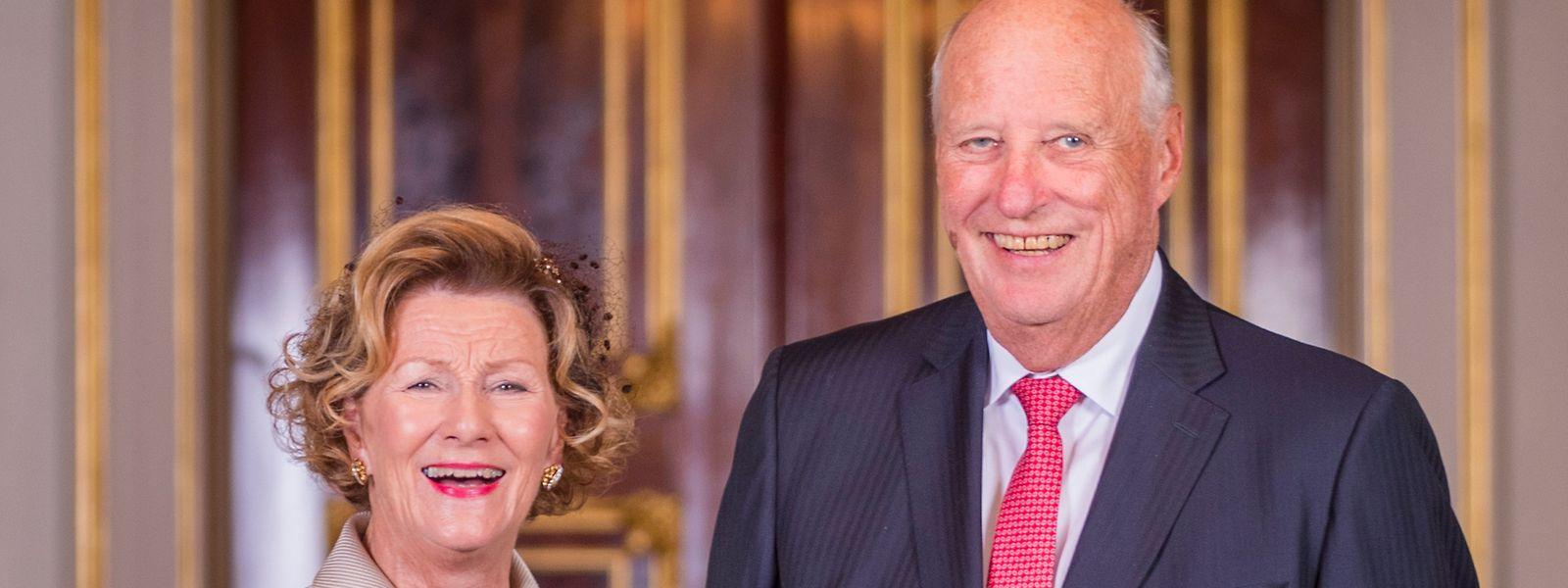 König Harald V. und Königin Sonja von Norwegen im königlichen Palast. (Archivfoto)