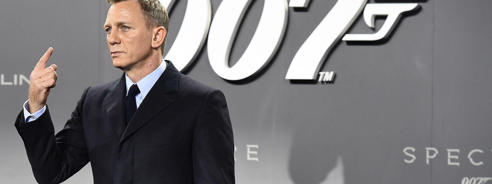 """o britânico Daniel Craig interpreta o papel de 007, depois de """"Casino Royale"""" (2006), """"Quantum of Solace"""" (2008), """"Skyfall"""" (2012) e """"Spectre"""" (2015)."""