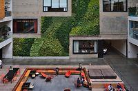 Atrium du siège mondial d'Airbnb à San Francisco