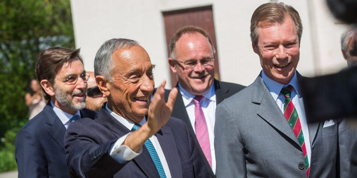 Marcelo multiplicou apelos ao recenseamento dos portugueses, durante a visita ao Luxemburgo, mas para já o número de inscritos para votar diminuiu.