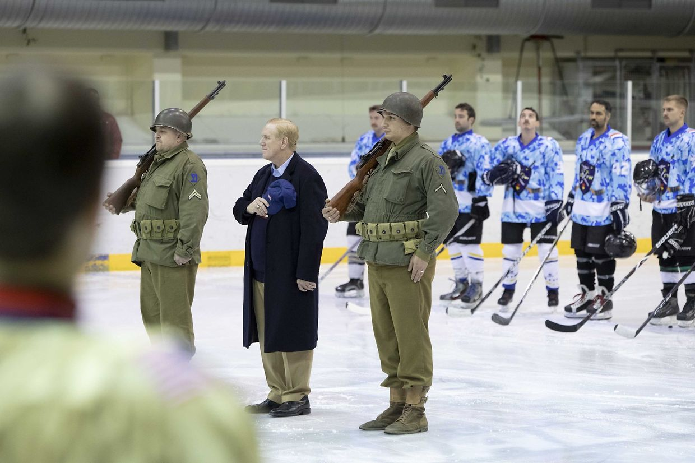 Veterans Day Icehockey Game mit US-Botschafter Randy Evans.
