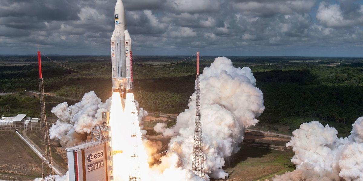 Die Ariane 5 war am Donnerstagabend (Ortszeit) vom Weltraumbahnhof Kourou in Französisch-Guyana in Südamerika gestartet.