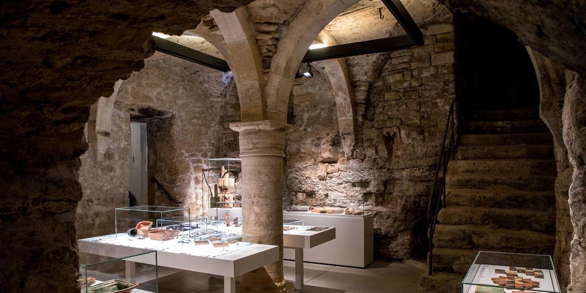 Die Ausstellung befindet sich in den Kellergewölben des Wiltheim-Flügels des MNHA.