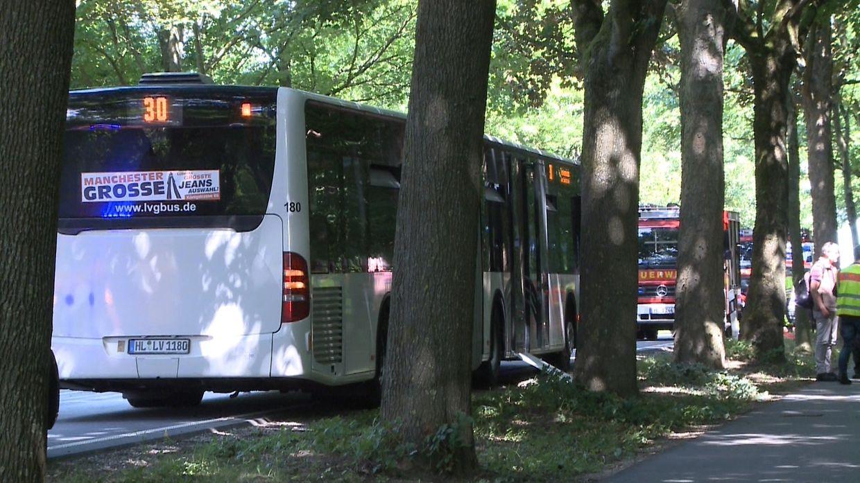 Schleswig-Holstein, Lübeck: Bei einer Gewalttat in dem Bus sind mehrere Menschen verletzt worden.