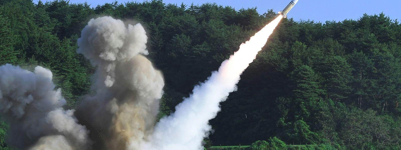 Südkoreanische Streitkräfte führten nach dem Test eigene Militärmanöver durch, unter anderem mit US-amerikanischen Raketen-Abwehrwaffen.