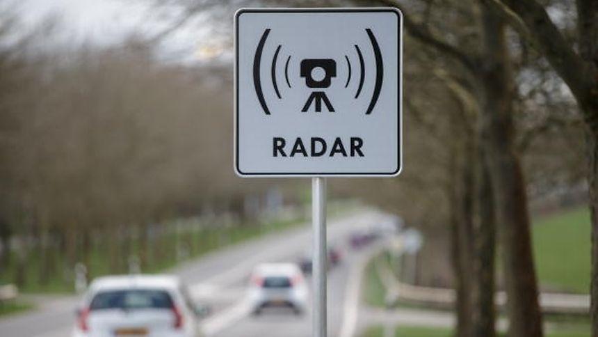 Die Autofahrer haben sich an die Radargeräte gewöhnt. Seit einigen Monaten ist die Zahl der Geschwindigkeitsübertretungen rückläufig.