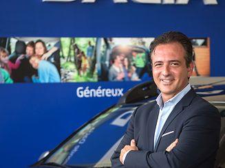 Carlos Duarte é comercial e representa as marcas Renault e Dacia. Faz o atendimento comercial aos clientes portugueses na Garage de l'Est